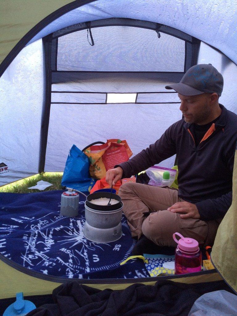 Laga mat i tält