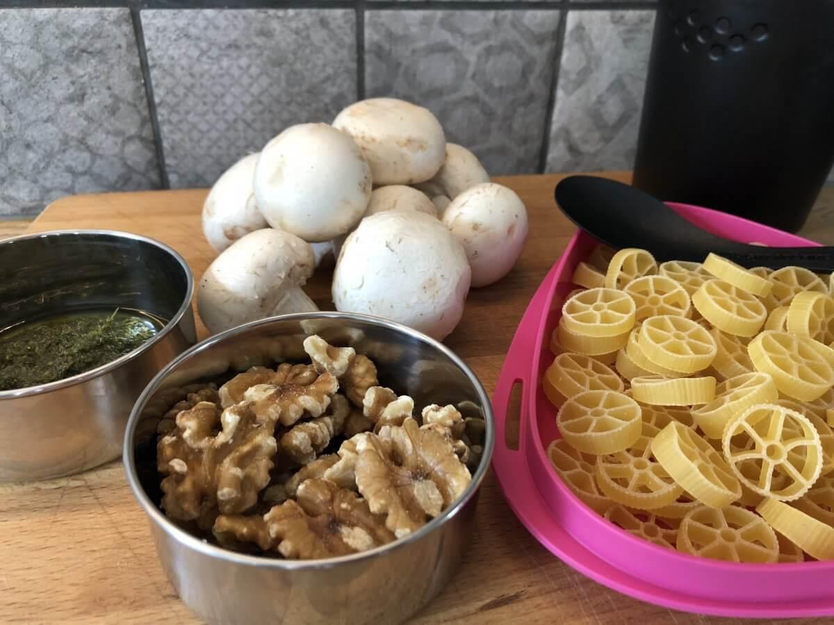 Pasta pesto med champinjoner och valnötter
