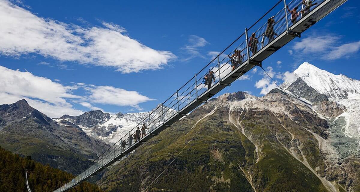 Världens längsta hängbro invigd – Charles Kuonen Bridge