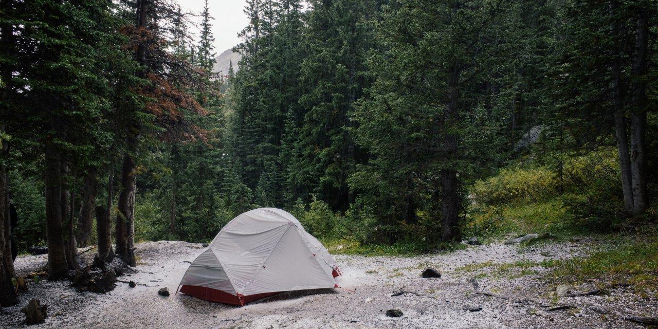 Packa ner ett vått och fuktigt tält?